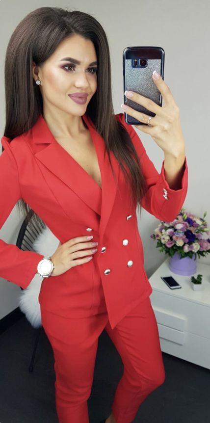 Красный пиджачный костюм