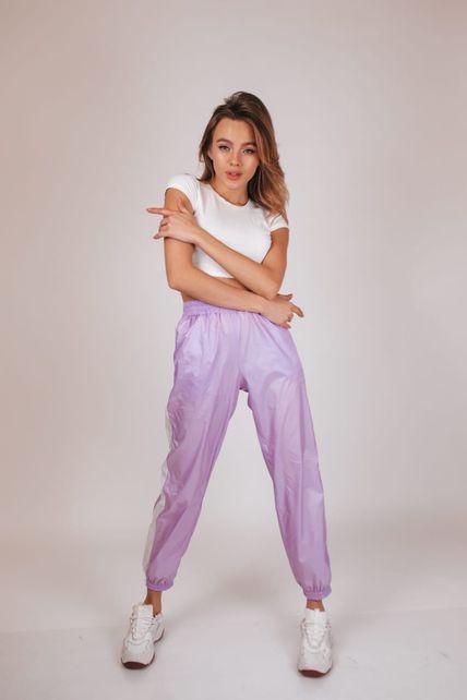 Сиреневые штаны с лампасами