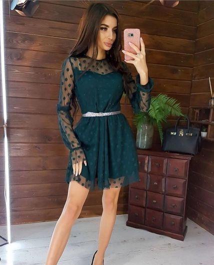 Красивое платье бутылочного цвета
