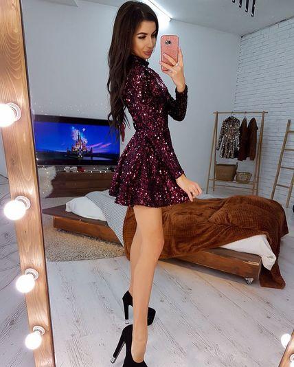 Красивое платье с пайетками