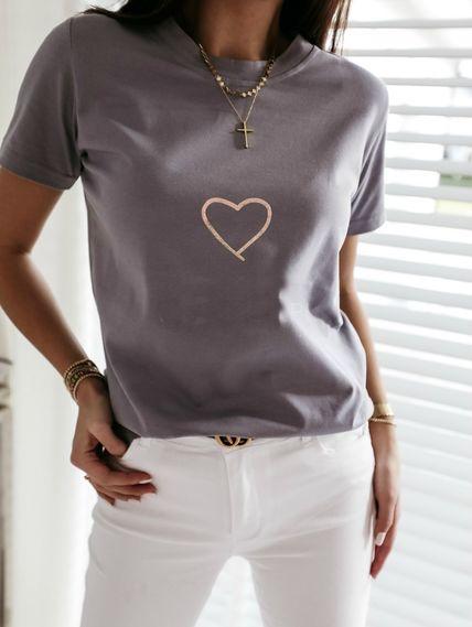 Серая футболка с сердечком