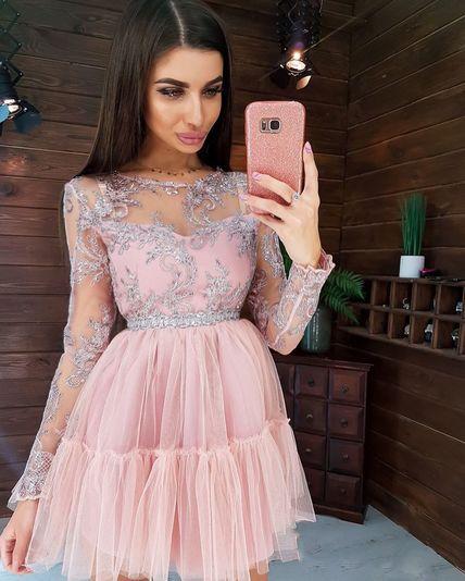 Кружевное платье  с пышной фатиновой юбкой