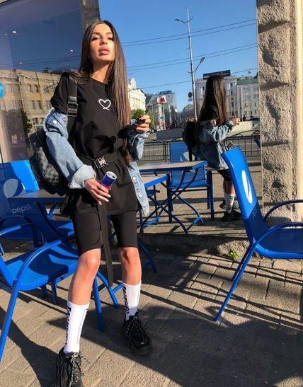 Чёрный спортивный костюм